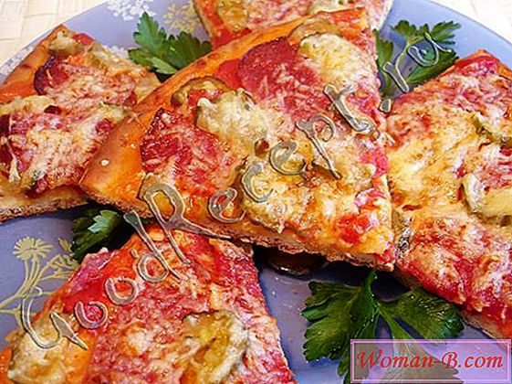Pizza s klobaso in kislih kumaric