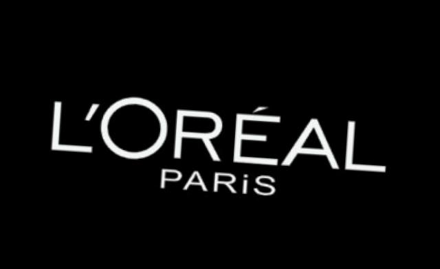 Julianne Moore va deveni fața L'Oreal Paris